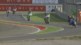 Maverick Viñales (Team Calvo) se ha mostrado dominador en la primera sesión libre de Moto3™ y ha rodado ya por debajo del récord, junto con Luís Salom y Efrén Vázquez. María Herrera se sitúa en el top 10 en el arranque del Gran Premio Iveco de Aragón.