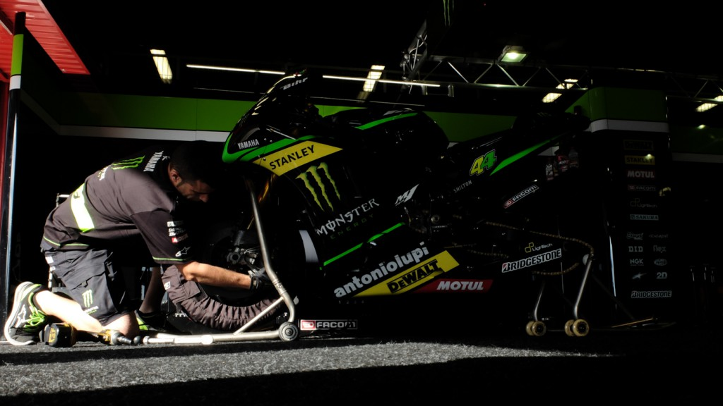 Monster Yamaha Tech 3, Garage, CAT Test