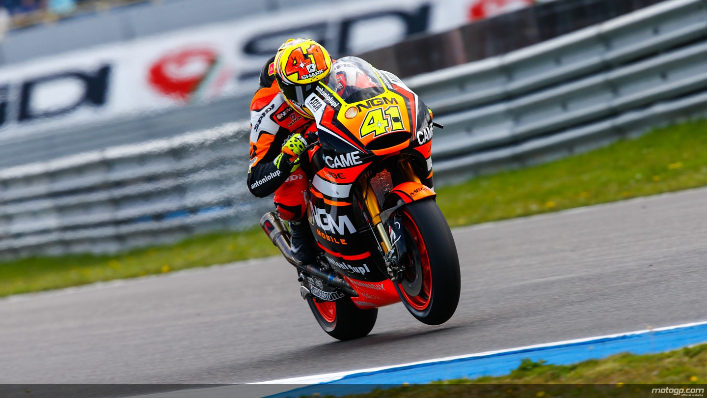 https://photos.motogp.com/2014/06/26/41espargaro,gpassen,motogp_ds-_s1d2211_original.jpg