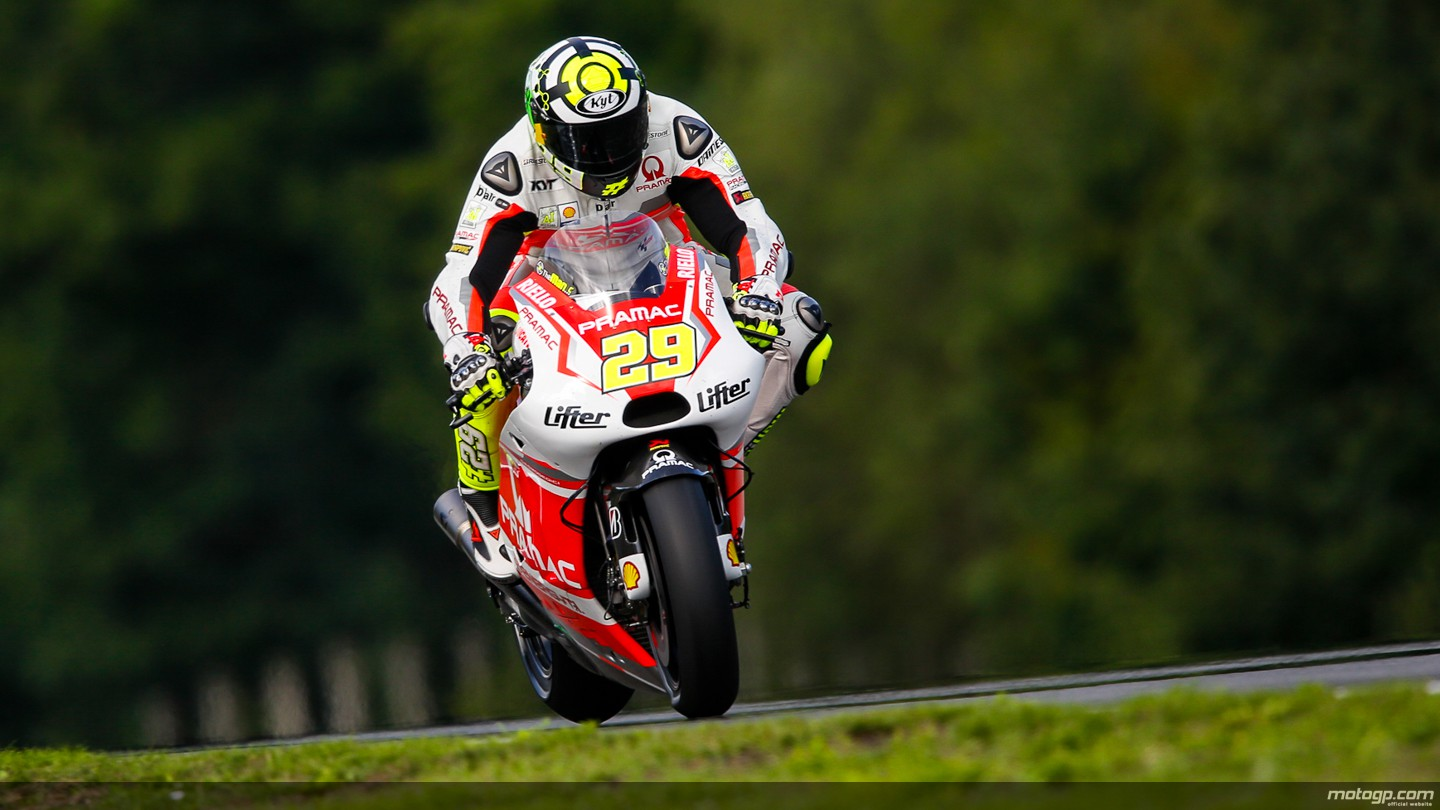 https://photos.motogp.com/2014/08/15/29iannone__gp_1431_original.jpg