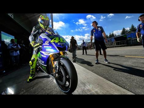Valentino-Rossi-Movistar-Yamaha-MotoGP-CZE-FP1-575457