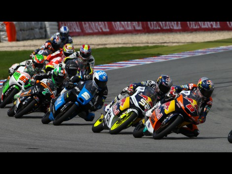 Moto3-Action-CZE-RACE-575757