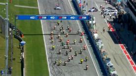 Per la terza volta consecutiva lo spagnolo del team Marc VDS Racing ha la meglio sul proprio compagno di squadra, che era scattato dalla pole position. Il francese Johann Zarco porta la Caterham sul terzo gradino del podio.