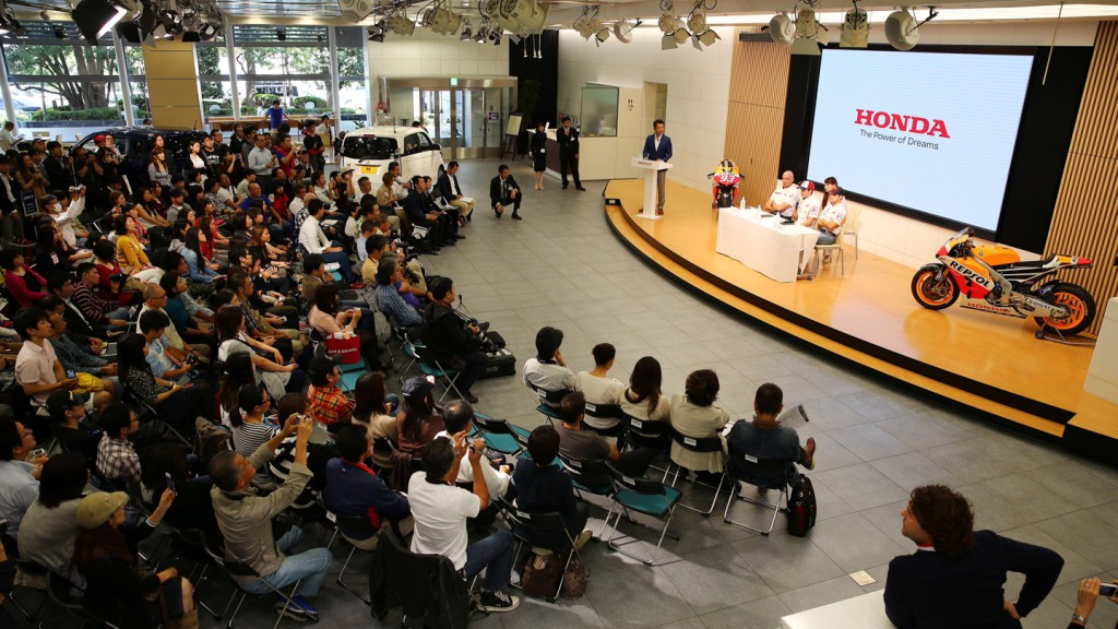 Repsol Honda riders visit HRC HQ
