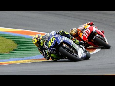Valentino-Rossi-Marc-Marquez-Movistar-Yamaha-MotoGP-Repsol-Honda-Team-VAL-RACE-581319