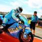 Chefe de Equipa Sturat Shenton apresenta a Rizla Suzuki GSV-R de Capirossi