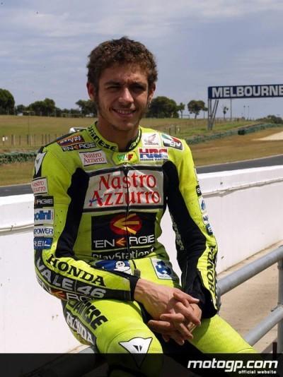 Valentino Rossi signs Honda contract