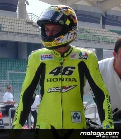 Rossi, Ukawa et la Honda RC211V chauffent l`ambiance a Sepang