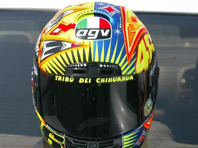 Valentino Rossi change à nouveau de casque
