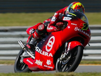 Manuel Poggiali dominates the first 125 qualifying session in Welkom