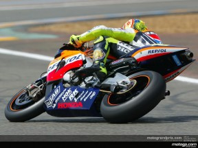 Rossi races to another pole in thrilling session