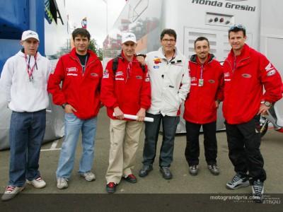 Varias estrellas de Motocross visitan el paddock del Polini Gran Premio de Francia