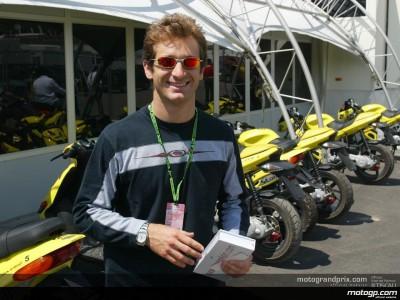 El piloto de Fórmula 1 Jarno Trulli disfrutó con las dos ruedas en Mugello