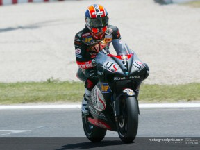 Melandri pulls clear to take comfortable win in Catalunya