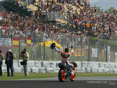 Alex Crivillé bids farewell to the fans at the Circuit of Catalunya