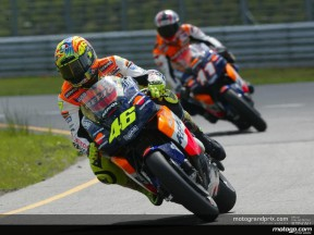Rossi snatches provisional pole at the last