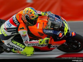 Rossi retains pole after rain-affected second qualifying session