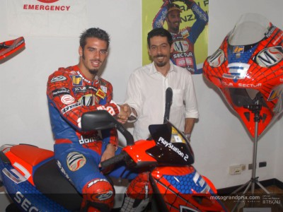 Marco Melandri donates Spiderman regalia to charity