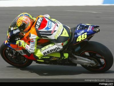 Rossi reacciona tras la caída de ayer y suma una nueva pole en una sesión intensa