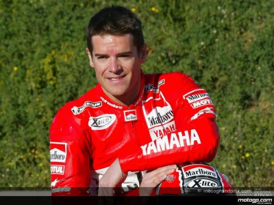 Checa stays with Yamaha for 2003