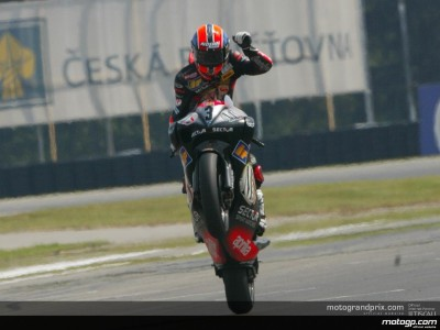 Melandri makes it six in a row and increases Championship lead