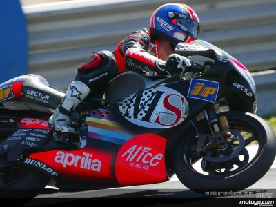 Melandri takes provisional pole in exciting first qualifying session