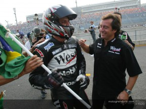Barros gana con la RC211V por delante de Rossi y Capirossi