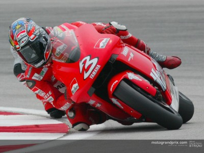 Biaggi takes victory ahead of Rossi in Sepang