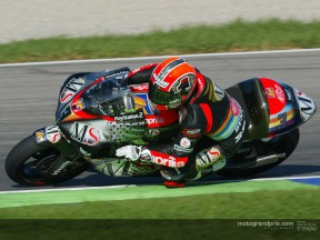 Melandri controls the first day of play at Valencia