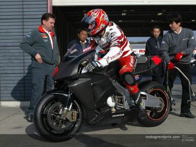 Nicky Hayden prova la Honda RC211V a Motegi