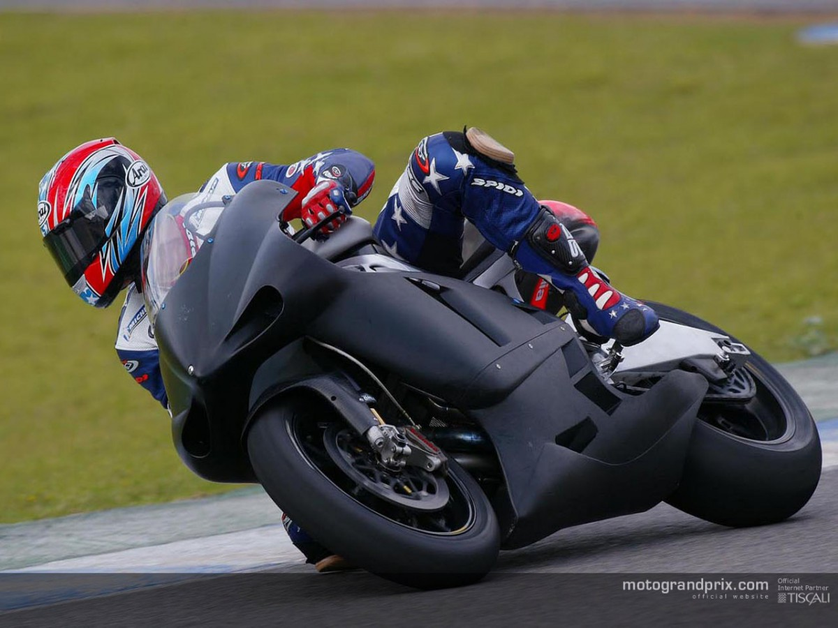 Edwards makes Aprilia debut with a fall in Jerez