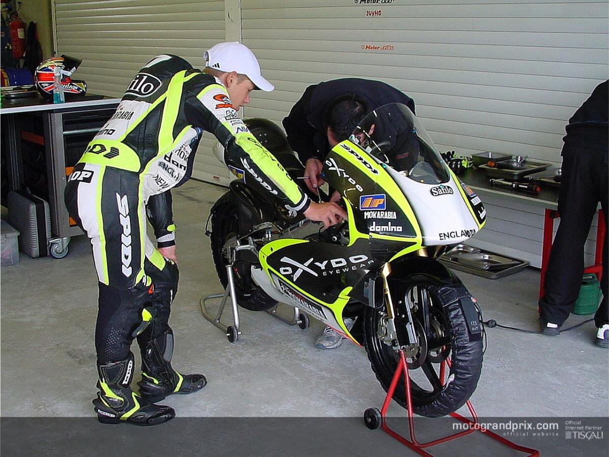 Casey Stoner giudica i suoi primi giri in sella all´Aprilia 125 | MotoGP™