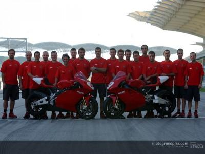 El equipo Ducati Marlboro explica su trabajo en el test de Malasia