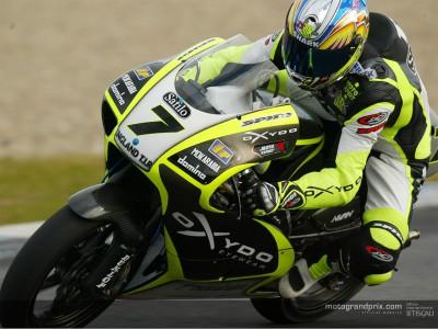 I piloti della 250 condividono la pista, e il maltempo, con la MotoGP