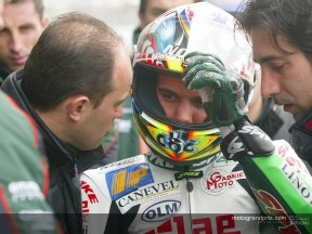 Cold and damp conditions hand pole to De Angelis