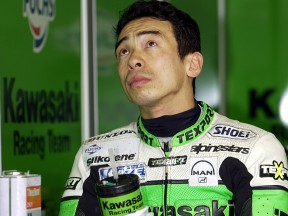 Akira Yanagawa explains the problems with his Kawasaki after his World Championship debut