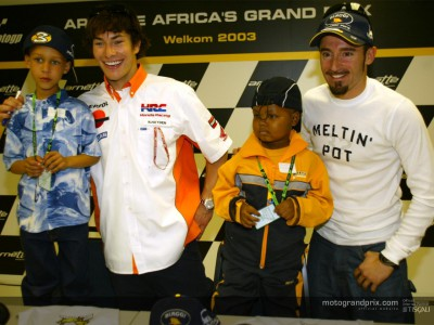 Biaggi and Hayden welcome ill children to the MotoGP paddock