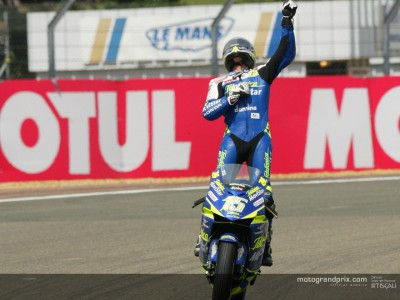 Gibernau completes Spanish triple after last lap thriller