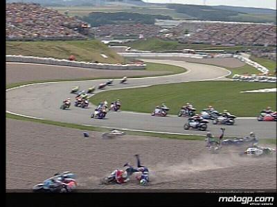 L'incidente alla prima curva del GP della 250cc