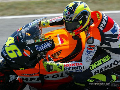 Rossi reponds with pole record at Brno