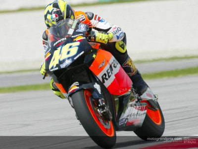 Rossi smashes pole record on first day at Sepang