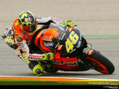 Rossi on top in Honda pole battle