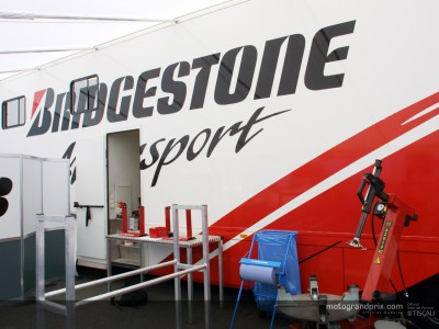 Suzuki to run Bridgestone tyres in 2004