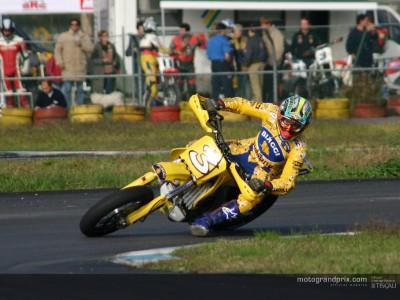 Max Biaggi vince una gara di Supermotard in coppia con Simone Girolami