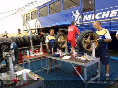 Michelin explain the reasons for 16.5' front tyre experimentation