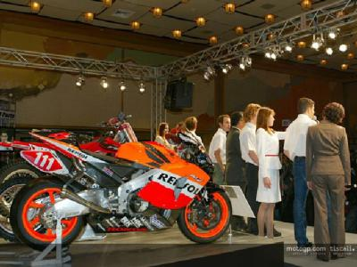 Honda present 2004 MotoGP line-up in Japan