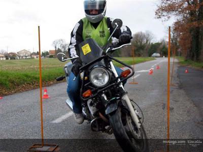 Guintoli supera l'esame di guida in Francia