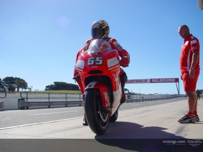 Capirossi fastest whilst Xaus crashes on second day at Phillip Island