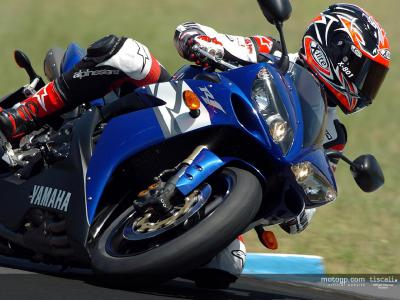 Checa ha provato la nuova Yamaha R1 ad Eastern Creek
