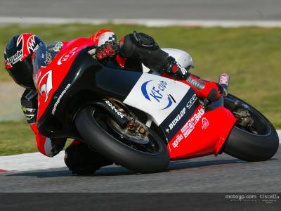 Los pilotos de 250cc toman el relevo en Catalunya y De Puniet se destaca